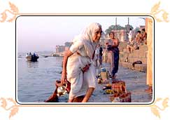 Hindus at Kedar Ghat